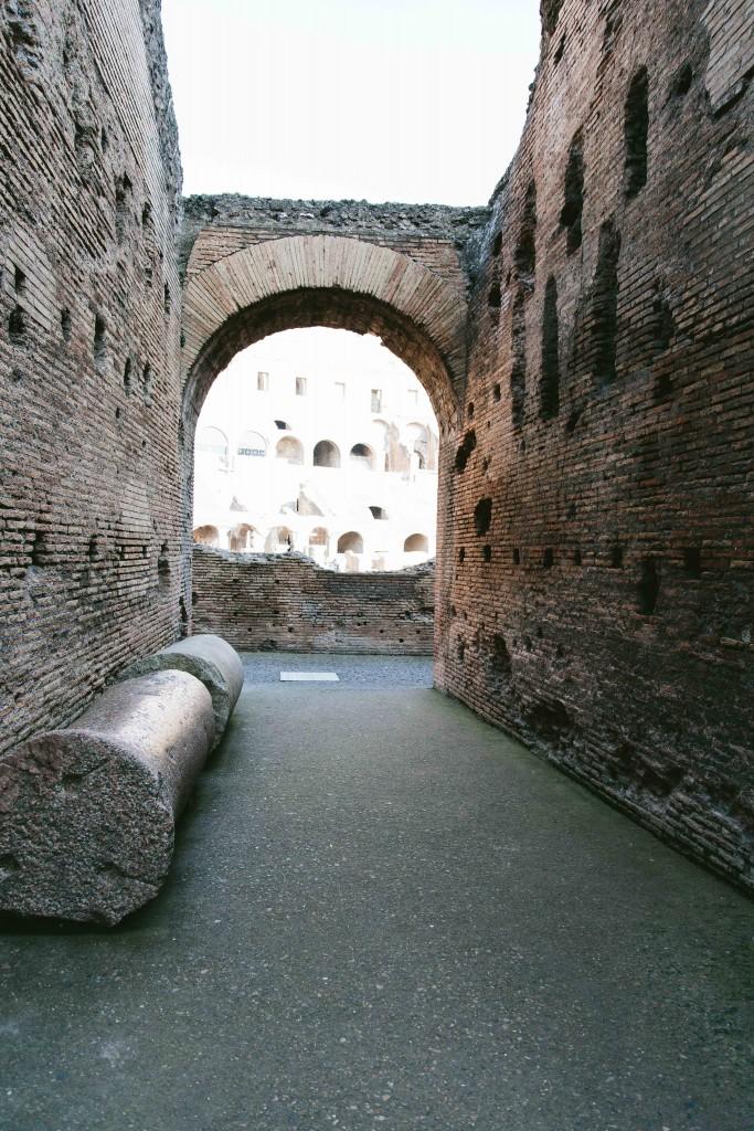 rome coliseum ruins