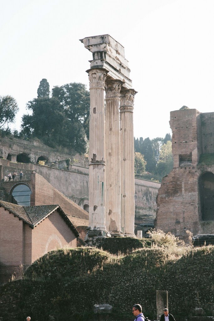 roman ruins italy travel